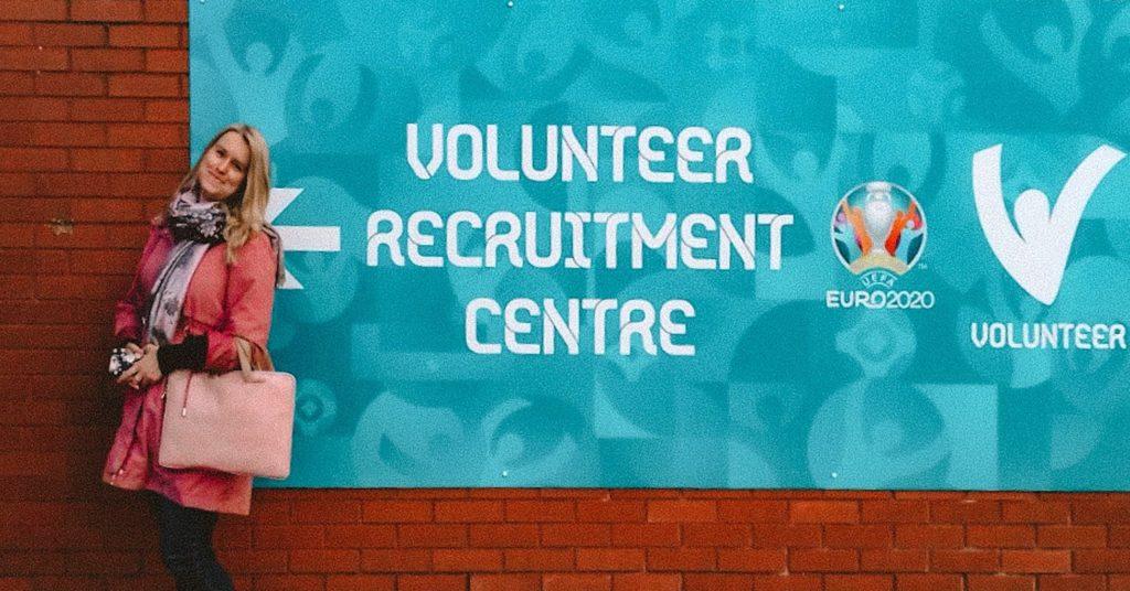 Przed centrum rekrutacyjnym dla wolontariuszy