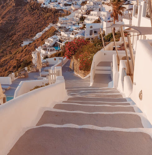 Santorini, how to get to and move around the island? And other practical information